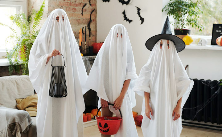 Trick or Treating ghosts
